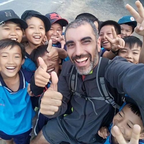 Los niños vietnamitas son realmente felices y te lo contagian al instante.